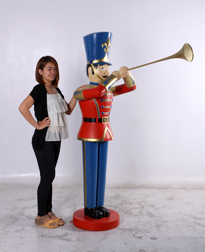 Christmas Toy Soldiers : Toy soldier statue with trumpet ft
