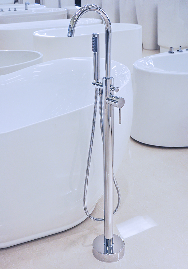 Tub Fixtures : Pescara - Modern Freestanding Tub Faucet Polished Chrome