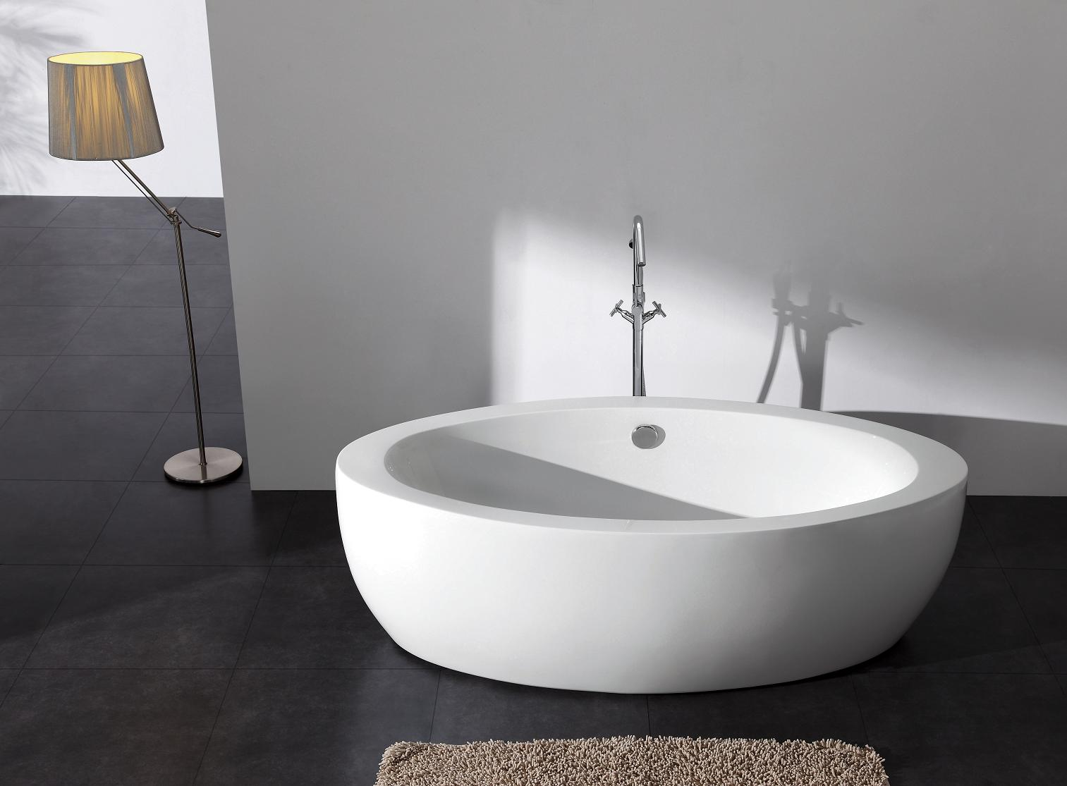 Brizio acrylic modern freestanding soaking bathtub 73 for Acrylic soaker tub