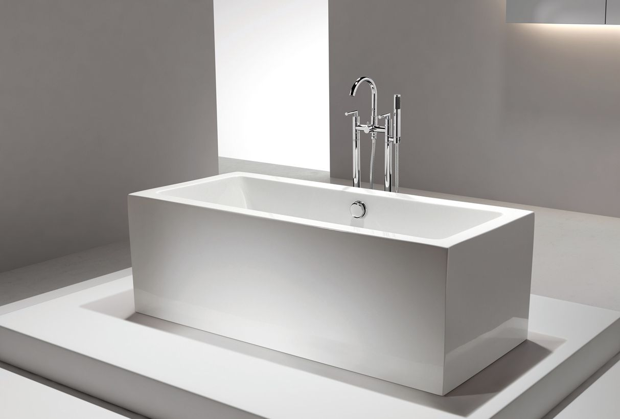Italio iii acrylic freestanding soaking bathtub 71 for Acrylic soaker tub