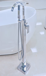 Resina Freestanding Tub Faucet Polished Chrome