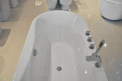Luzano - Luxury Acrylic Modern Bathtub 67